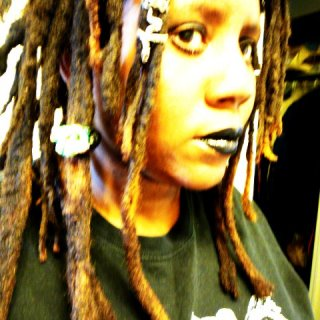 I have been wanting to decorate my dreads more. For some reason I never felt the need to. It's just so much fun!