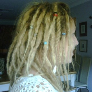 Can I look at your beads Aunty? oopps about 20 just accidently got stuck in my hair ;P
