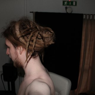 I can tie my hair up now, yay...