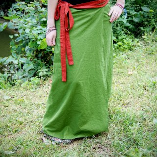 Hey everyone! Made this skirt out of linen and I'm selling it to whoever is interested! I do not have a shop yet so if you would like to purchase it send me an email at Tesssssa09@hotmail.com. We can discuss prices and payment. :)