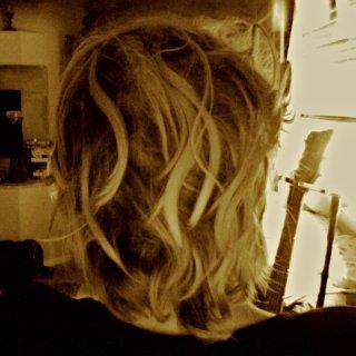 Its comin along. Its weird my hair looks longer.