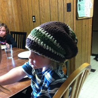 the awesome hat i just made. so versitile it can hold all my big fat locks yet sits comfterably on the head of my 3 yr old son.
