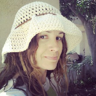 made myself a sun hat that fits my big ol' head and dreads:)