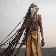varanasi-holy-men-dreadlocks-super-long-hair-old-man-white-baerd