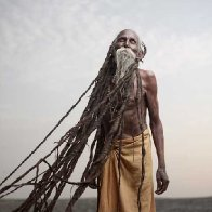 varanasi-holy-men-dreadlocks-super-long-hair-old-man-white-baerd
