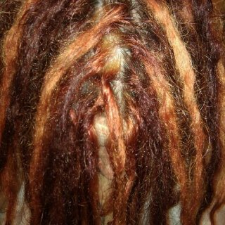 i did a grid alternating with one dread on top, then 2 on top...but i didnt use a comb so it wouldnt be super straight... turned out nice i think