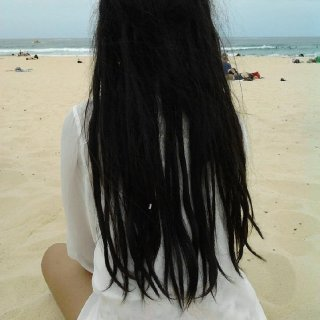 Lovin' the white-sand beach and my dreads are finally in their 2 weeks. Hurray ! :D