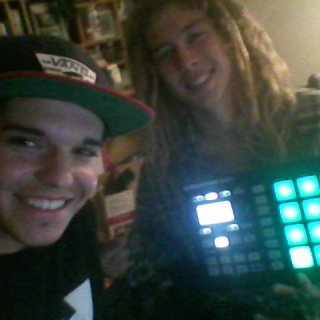 me and my brother (who recently cut his dreads) chillen makin beats with maschine mikro