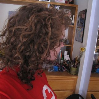 natural curly hair.