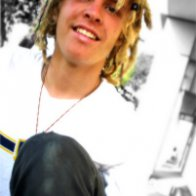 my seeerenaalovee took this :)4-27-09