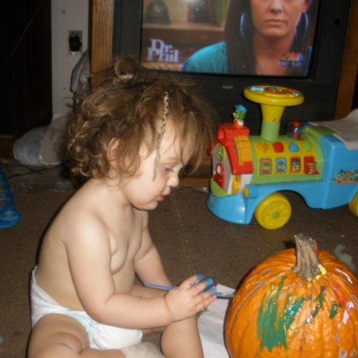 BABY MAN PAINTIN HIS [PUMPKIN]