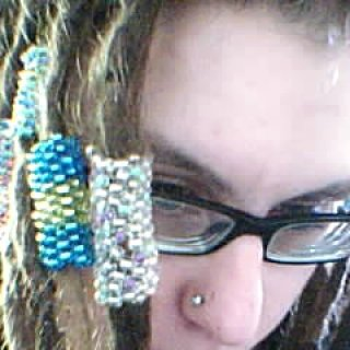 i taught myslef how to make poyote stiches(sleeves) for my dreads