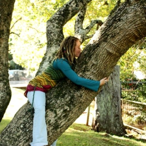 A big kiss for da beauitful tree