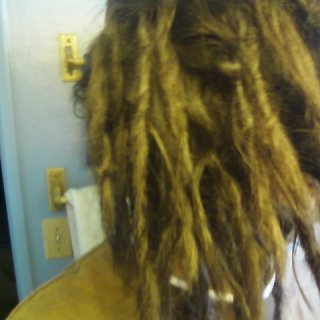 re-twist not dyed its just the light, looks kinda cool tho